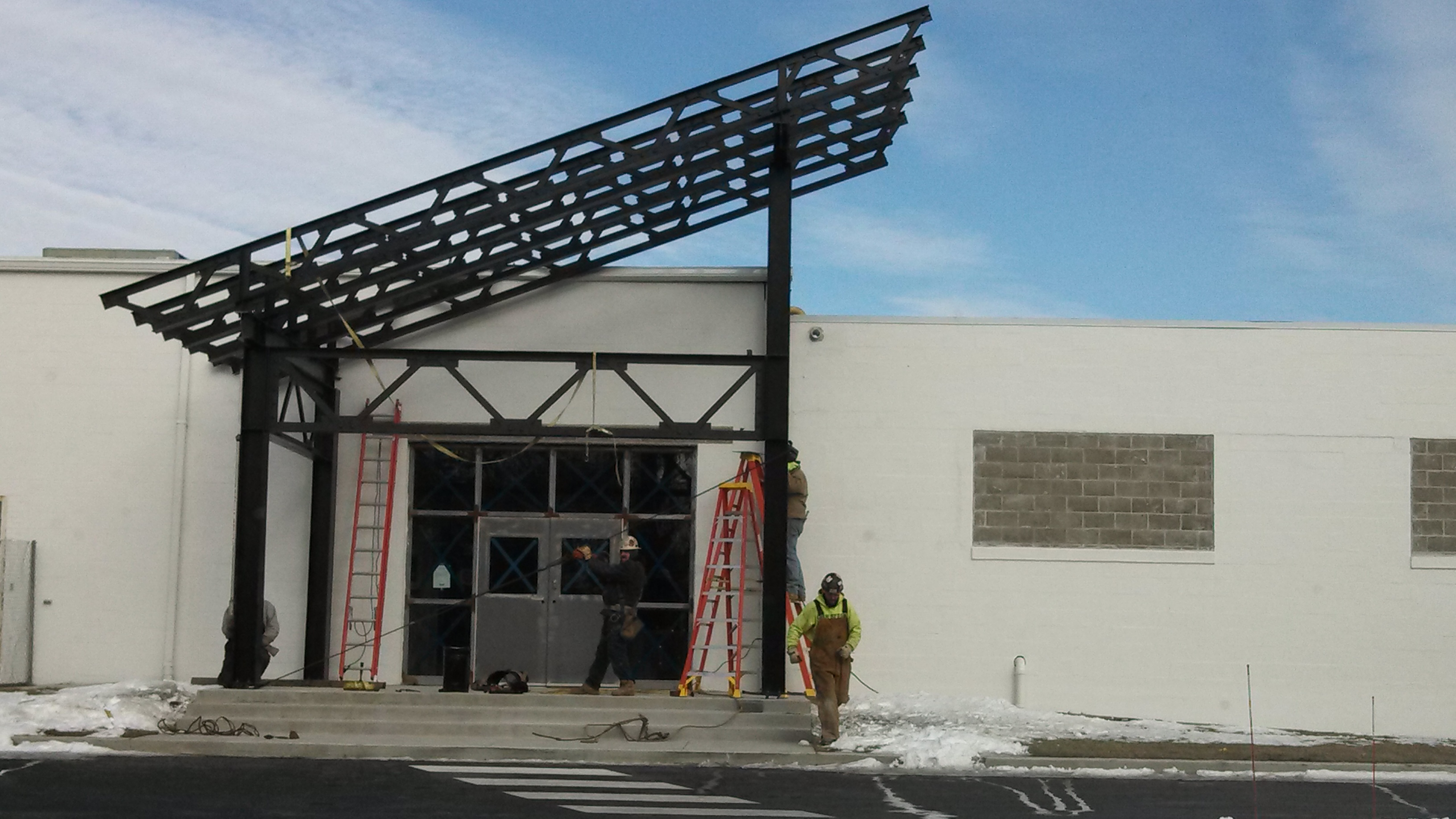 Erection crews put the finishing touches on the steel canopies. & Mikeu0027s Famous Harley-Davidson Picks QSR | QSR Steel Corporation